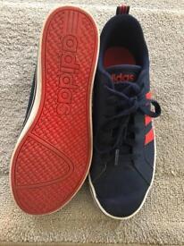 Boys Adidas trainers size uk7