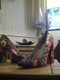 Size 5 fiore floural heels