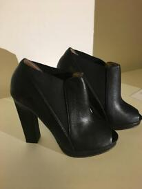 Aldo black heels ankle boots size 5