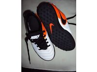 2 X UNISEX NIKE TRAINERS STYLES MD RUNNER 2 & TIEMPO BOTH SIZE 1
