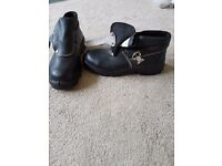 Brand new safety shoes size 8 (42)