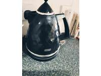Black kettle delonghi