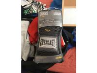 Everlast boxing globes