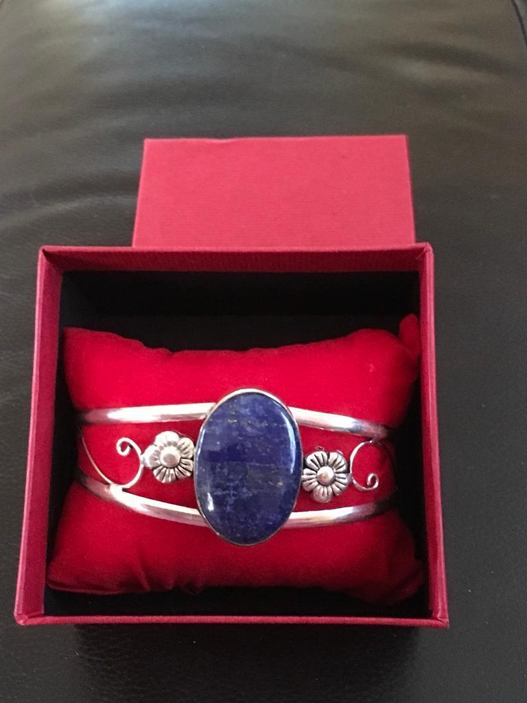 Ladies silver bracelet with a genuine blue lapis stone Hallmarked 925 new