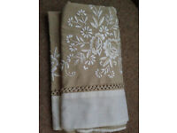 2x table cloths to fit table 150cm x 150cm