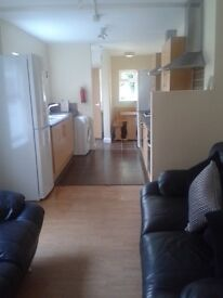 8 BEDROOM PROPERTY AVAILABLE JULY 2017 NO AGENCY FEE