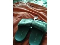 Nwlook fluffy slippers,b.n.w.t size4