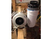 Extractor fan with carbon filter