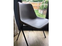 4 x Grey Robin Day plastic chairs / dining room chairs / school chairs