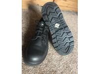 Safety shoes size 8 UVEX
