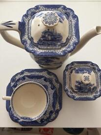 Teapot, cups, saucers and sugar basin