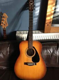 Yamaha Acoustic Guitar - Few knocks, good for beginers