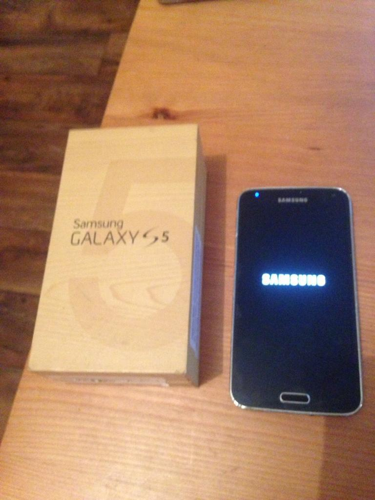 Samsung galaxy s5 unlocked 16gin Dunfermline, FifeGumtree - Samsung galaxy s5 16gb boxed with tech 21 case. selling my Samsung s5 16g mobile phone has usual wear marks as is used, comes with box and charger cable cover for charge port is missing as shown in pics its also unlocked looking for £120