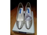 REDUCED PRICE!!!! Beautiful ladies wedding/ocassion shoes brand new in box, surplus stock