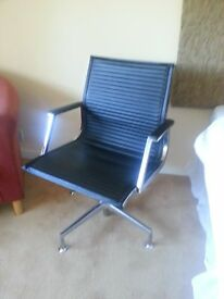 Italian swivel gas lift chair, in black ribbed leather