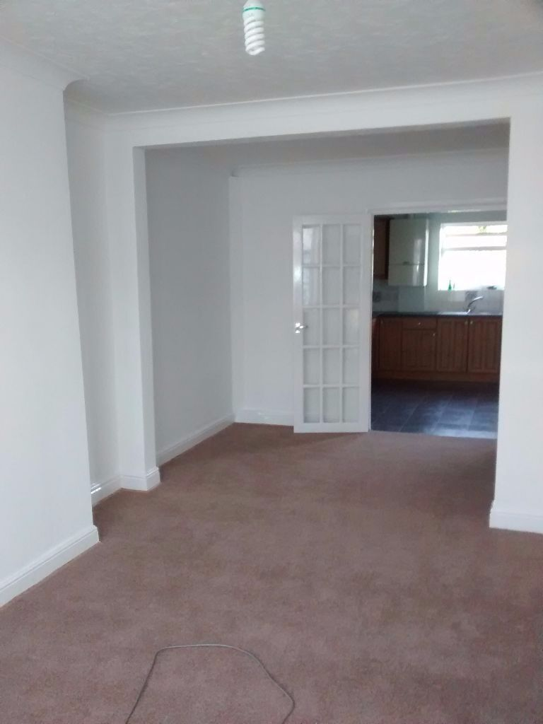LARGE 3 BED HOUSE TO RENT IN DAGENHAM. 2 MINS WALK TO DAGENHAM EAST STATION! MUST SEE!!