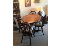Lovely Dark wood Table (extenable) with 4 chairs