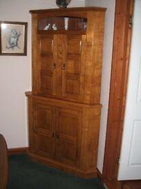 Corner cabeinet in oak