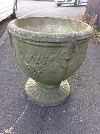 Large garden pot / urn