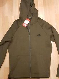 Mens North Face Full tracksuit in size Large