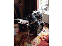 Pearl 5 piece black drum kit used great condition. Includes cymbals.
