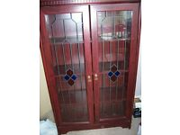 Free display cabinet for uplift