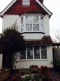 BURGESS HILL, SINGLE LOFT ROOM IN LUXURY HOUSE FOR SHORT TERM LET