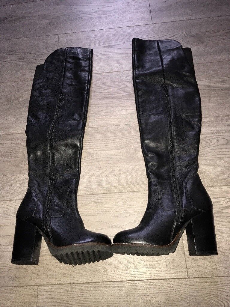 91aa29e4d50 Brand new over the knee boots size 4