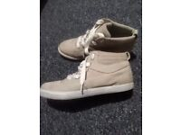 Woman's timberland boots size 6 new