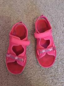 Girls sandals size 12.5 f clarkes