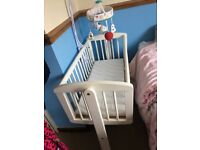 Rocking crib .. bargain !!