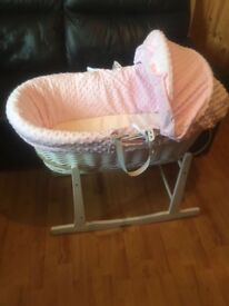 Clair de Lune White Wicker Moses Basket (Dimple Pink)