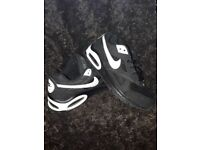 Unisex nike airmax trainers size 2