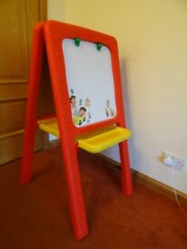 Childrens Art Easel with Blackboard/ Chalk Board with White Magnetic Board