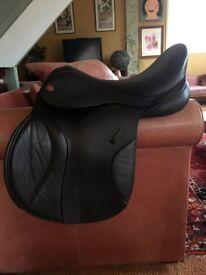 "17.5"" Medium Wide Kent & Masters jump saddle horse"