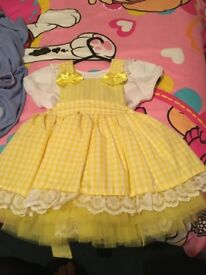 Girls yellow gingham dress socks and bow clasp