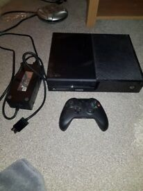 XBOX ONE 500gb Black with one controller Fifa 17 and Forza