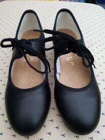 Girl's Black Tap Shoes Size 2 Excellent condition