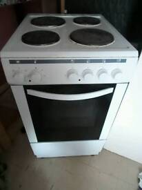 CURRYS ESSENTIAL ELECTRIC COOKER AND OVEN IN USED CONDITION