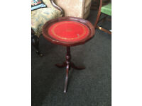 Cute Little Mahogany Inlaid Scalloped Edge Pedestal Side / End Wine / Or Lamp Table