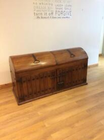 Vintage wooden trunk / chest