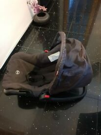 Hardly used baby car seat £10