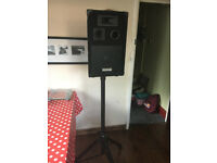 EKHO speaker and reinforced adjustable stand