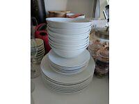 Set of 8 plates and bowls set