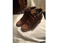 Casual boots Size 4 never worn