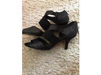 Women's black heels size 6