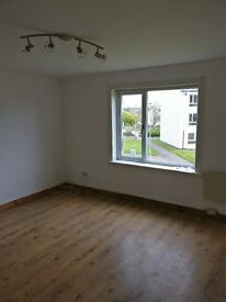 3 Bed spacious unfurnished flat in ever popular Tarbolton Road
