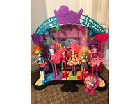 Equestria Girls Stage and 6 Dolls.