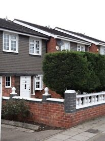 Beautiful well maintained fully furnished 3 bedroom house in Gants Hill.