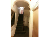 TWO ROOMS IN A SOCIABLE FRIENDLY HOUSE 2 KING SIZE VERY LARGE DOUBLE ROOM TO LET = NO BILLS = £550